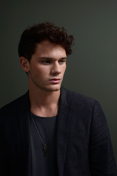 "Jeremy Irvine「""Railway Man"" Portraits - 2013 Toronto International Film Festival」:写真・画像(13)[壁紙.com]"