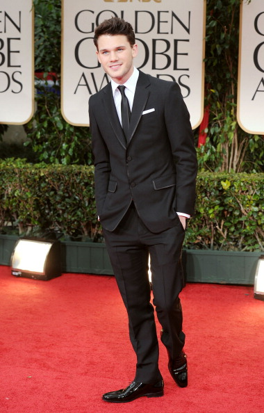 Jeremy Irvine「69th Annual Golden Globe Awards - Arrivals」:写真・画像(6)[壁紙.com]