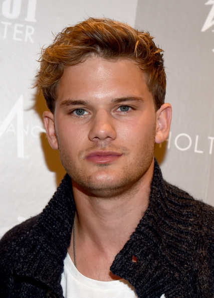 Jeremy Irvine「Variety Studio Presented By Moroccanoil At Holt Renfrew - Day 2 - 2014 Toronto International Film Festival」:写真・画像(8)[壁紙.com]