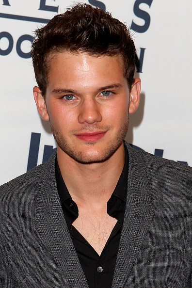 Jeremy Irvine「WGC Hosts Party With InStyle & HFPA To Celebrate TIFF」:写真・画像(5)[壁紙.com]
