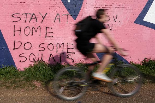 Graffiti「Britain Celebrates Easter Under Coronavirus Lockdown」:写真・画像(1)[壁紙.com]