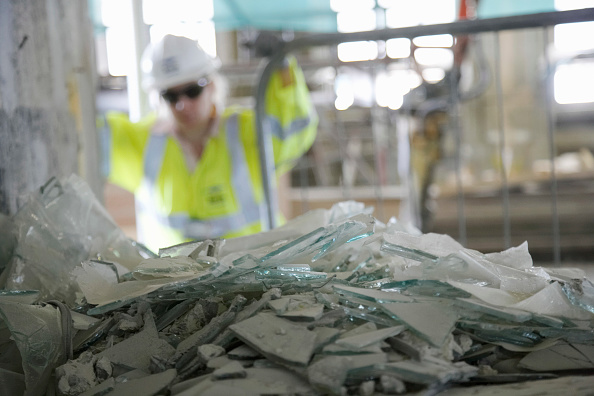 Focus On Foreground「Broken glass at demolition of former stock exchange, London, UK」:写真・画像(13)[壁紙.com]