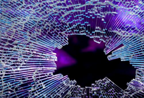 ひびが入ったガラス「壊れたガラス」:スマホ壁紙(0)