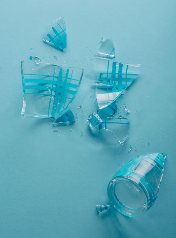 割れガラス「broken glass」:スマホ壁紙(17)