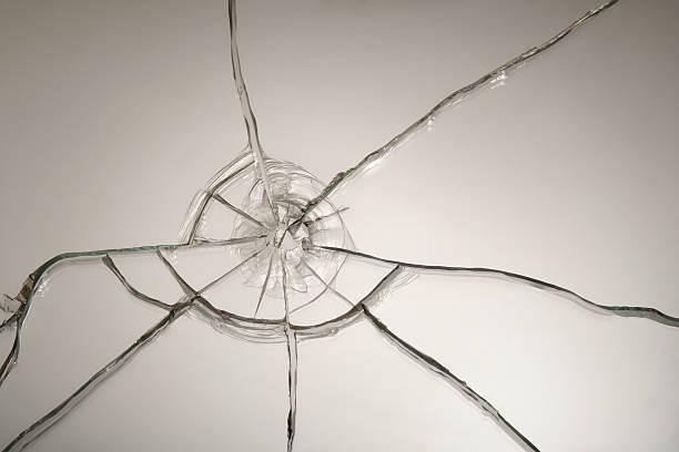 Broken glass after bullet shot:スマホ壁紙(壁紙.com)
