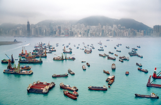 Ship「A view of Hong Kong Harbor through a cloudy haze」:スマホ壁紙(2)