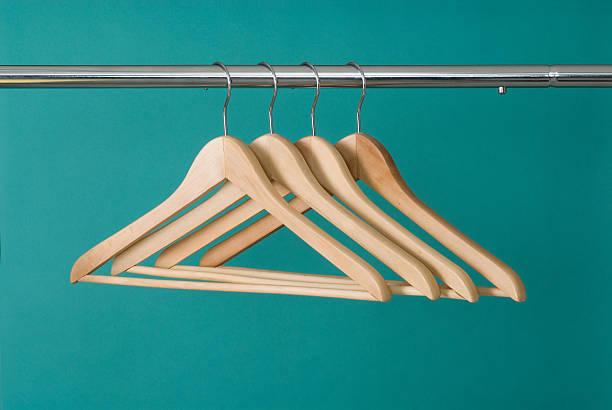 Hangers On Pole:スマホ壁紙(壁紙.com)