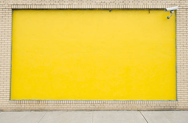 Exterior wall painted yellow:スマホ壁紙(壁紙.com)