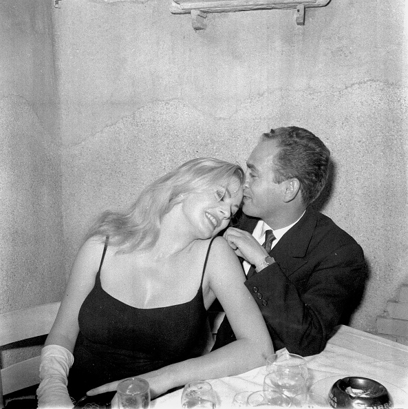 Party - Social Event「Anita Ekberg is with the photographer Angelo Frontoni at the restaurant 'Rugantino' during a dinner party, Rome 1958」:写真・画像(12)[壁紙.com]