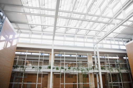 Skylight「Interior of walkways and skylight in modern office building」:スマホ壁紙(17)
