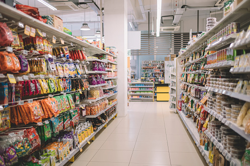 Rack「interior of supermarket full of grocery items in rows with shelf displayed」:スマホ壁紙(2)