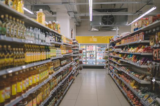 Sunday「interior of supermarket full of grocery items in rows with shelf displayed」:スマホ壁紙(7)