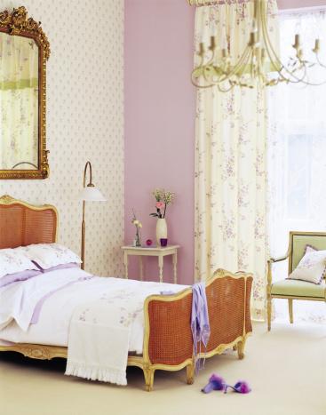 Duvet「Interior of calm Traditional Master Bedroom」:スマホ壁紙(15)