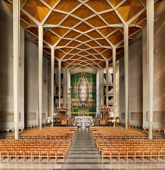 Basil「Interior Of Coventry Cathedral」:写真・画像(1)[壁紙.com]