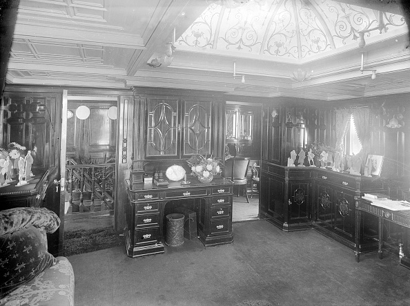 Wood Paneling「Interior Of Main Saloon On Steam Yacht Venetia」:写真・画像(9)[壁紙.com]