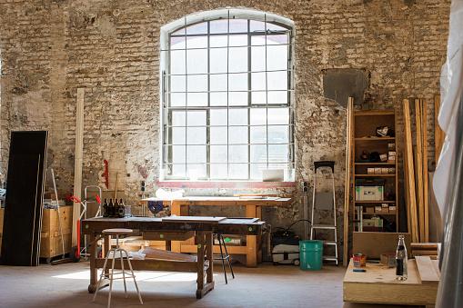 大工仕事「Interior of a carpenter's workshop」:スマホ壁紙(12)