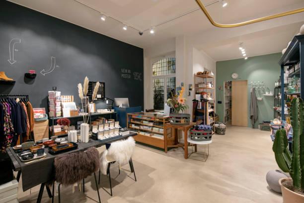 Interior of a modern concept store, displaying fashion:スマホ壁紙(壁紙.com)