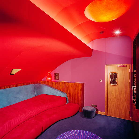 Multi Colored「Interior of modern projection room in studio.」:写真・画像(0)[壁紙.com]