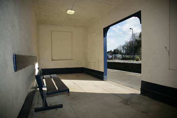 Bench「Interior of the waiting shelter at Menheniot station」:写真・画像(18)[壁紙.com]