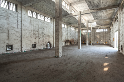 The Past「Interior of old and abandoned factory warehouse」:スマホ壁紙(9)