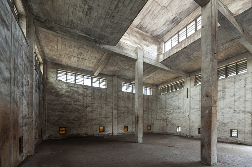 Old-fashioned「Interior of old and abandoned factory warehouse」:スマホ壁紙(18)