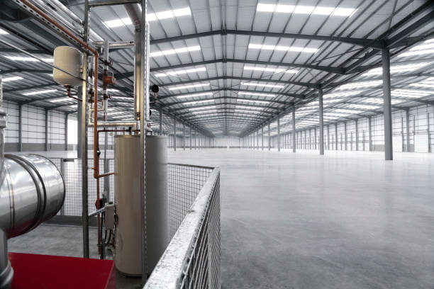 Interior of vacant warehouse with heating and ventilation plant:ニュース(壁紙.com)