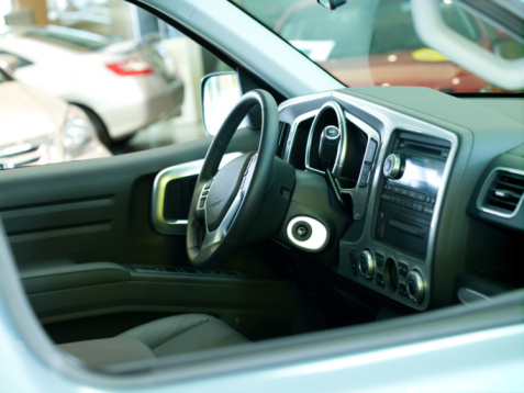 Steering Wheel「Interior of new car in showroom」:スマホ壁紙(7)