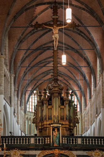 West Flanders「Interior of the great cathedral of Bruges, muiltiple arches and great organ, Western Flanders, Belgium」:スマホ壁紙(17)