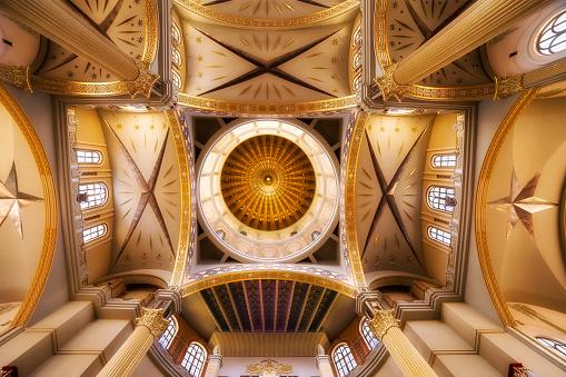 Masterpiece「地衣、ポーランドの聖母の大聖堂の内部」:スマホ壁紙(16)