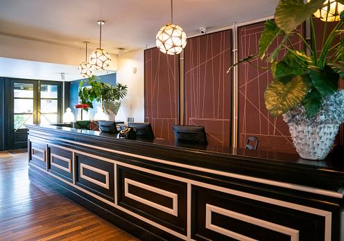 Hotel Reception「Interior of illuminated luxury hotel」:スマホ壁紙(8)