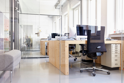 Business「Interior of bright modern office」:スマホ壁紙(8)