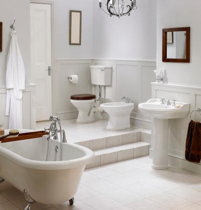 Free Standing Bath「Interior of traditional white bathroom」:スマホ壁紙(4)