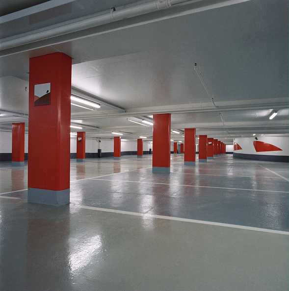 Empty「Interior of deserted car park.」:写真・画像(1)[壁紙.com]
