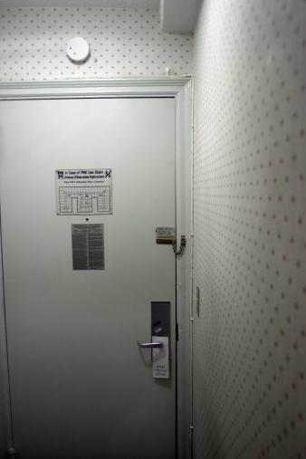 Smoke Detector「Interior of hotel room entrance」:スマホ壁紙(0)