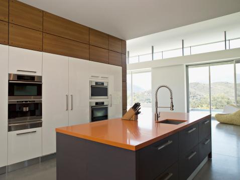 Spraying「Interior of modern kitchen」:スマホ壁紙(5)
