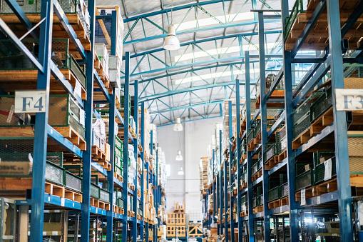 Rack「Interior of a large distribution warehouse」:スマホ壁紙(5)