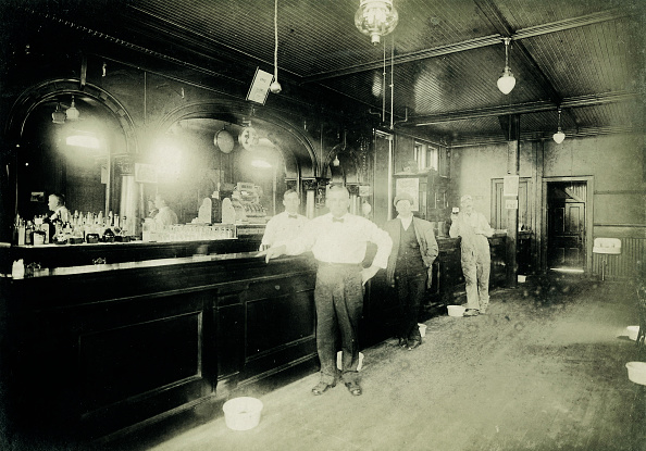 Saloon「Matt H. Kerais' Tavern, Kenosha, Wisconsin」:写真・画像(11)[壁紙.com]