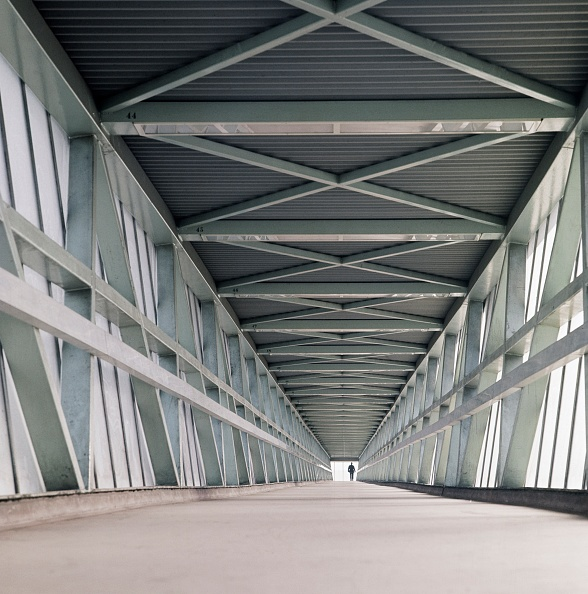 Footbridge「Interior Of A Covered Footbridge At The London Docks」:写真・画像(11)[壁紙.com]