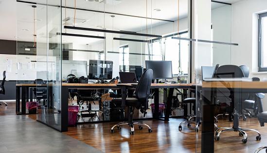 Marketing「Interior of modern office」:スマホ壁紙(18)