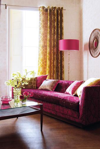 Lilac「Interior of sofa in living room」:スマホ壁紙(10)
