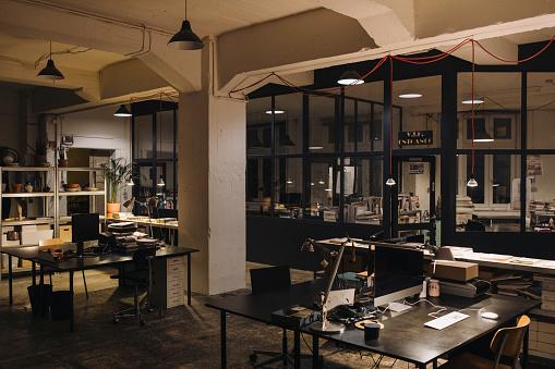 夜景「Interior of a loft office」:スマホ壁紙(7)