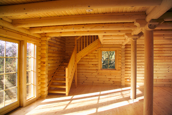 Blank「Interior of log cabin and staircase. Isle of Anglesey, Nortrh West Wales.」:写真・画像(4)[壁紙.com]