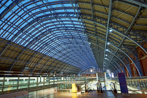 Escalator「Interior of the redeveloped St Pancras Station」:スマホ壁紙(4)