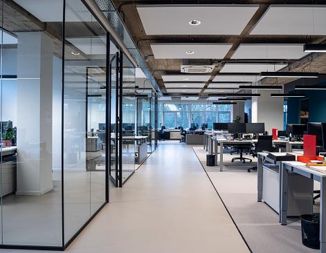 Corporate Business「Interior Of An Empty Modern Loft Office open space」:スマホ壁紙(17)
