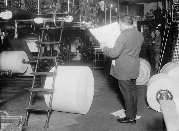Manufacturing Equipment「Interior of a print office with printing press, Photograph, Around 1930」:写真・画像(8)[壁紙.com]