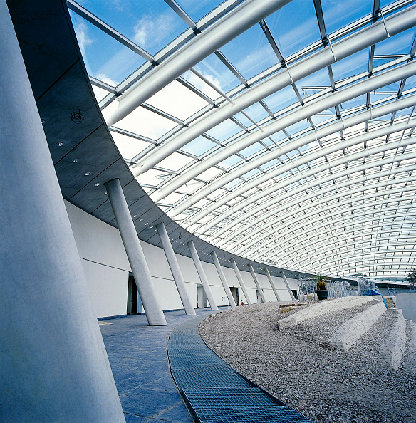 Construction Industry「Interior of largest glass span roof: Great Glass House, National Botanic House of Wales Carmarthenshire, Wales, United Kingdom Designed by Norman Foster and Partners」:写真・画像(13)[壁紙.com]
