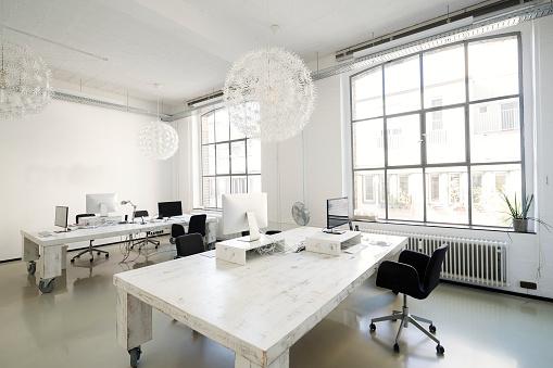 Fashion「Interior of a modern agency office」:スマホ壁紙(9)