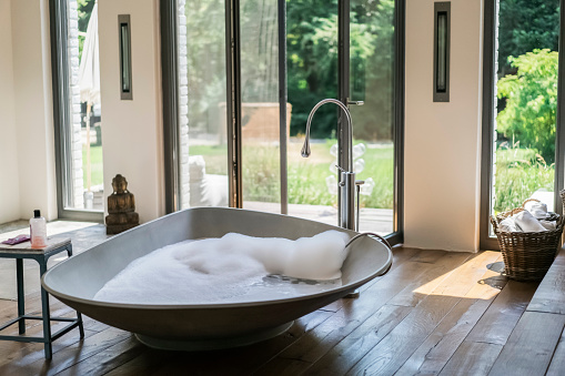 Wellbeing「Interior of a luxurious bath room in a country house」:スマホ壁紙(18)
