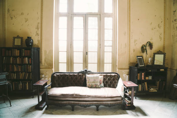 Interior of abandoned ornate Colonial Villa:スマホ壁紙(壁紙.com)