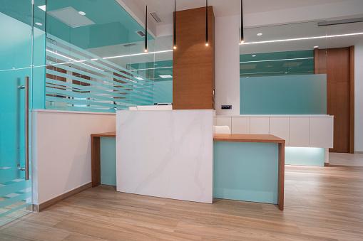 Hotel Reception「Interior of modern dental clinic, Spain」:スマホ壁紙(15)